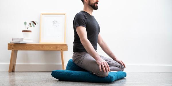porqué usar un cojín de yoga
