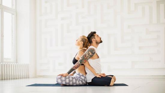 Yoga beneficia al sexo